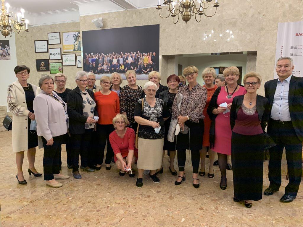 W piątkowy wieczór uczestnicy zajęć Klubu Seniora + zasiedli na widowni Bałtyckiego Teatru Dramatycznego w Koszalinie.
