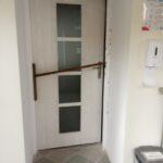 Na zdjęciu 3 drzwi w ŚDS SZANSA