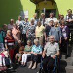 Seniorzy DDS w ogrodach Hortulusa w Dobrzycy