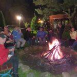 Uczestnicy wyjazdu podczas ogniska.