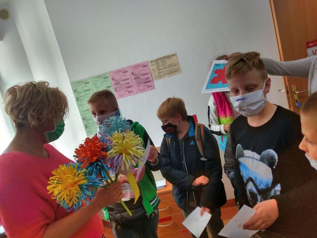 dzieci z placówki wsparcia dziennego w Urzędzie Pocztowym w Sianowie 6