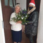 Pani Zosia otrzymuje świąteczny stroik