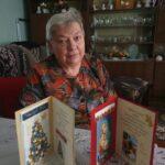 Seniorka p. Henia z wykonanymi świątacznymi kartkami