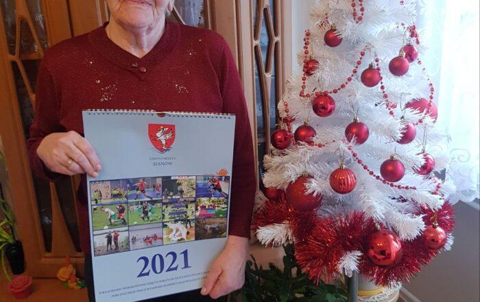 Seniorka p. Stasia z kalendarzem