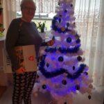 Seniorka p. Stasia ze świątecznymi życzeniami i kalendarzem