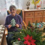 Seniorka p.Zuzanna z samodzielnie wykonaną choinką