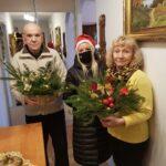 Seniorzy p.Genowefa i p. Marek ze świątecznymi upominkami